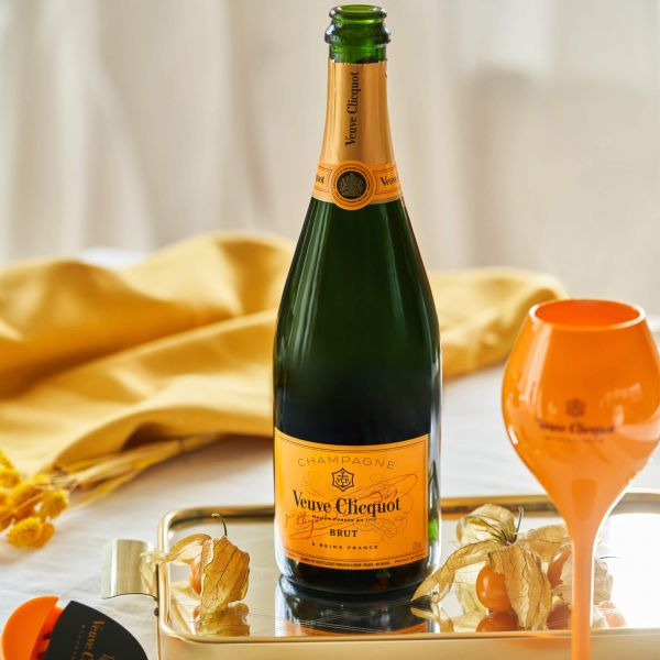 Veuve Clicquot Brut + 1 Veuve Clicquot Yellow Label Champagnerglas